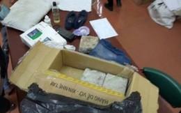 Bưu kiện chứa toàn gạch và giẻ rách