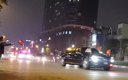 Video: Đoàn xe Tổng thống Mỹ Donald Trump đi qua các tuyến phố Hà Nội