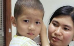 Giúp đỡ bé trai phải truyền máu cả đời