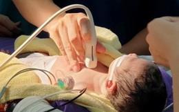 Bé vừa chào đời đã phải cấp cứu do đảo gốc động mạch