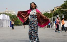 U80 tự tin diện áo dài 'thả dáng' ở Sài Gòn