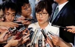 Nữ Bộ trưởng Quốc phòng Nhật Bản ngã ngựa