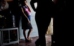 Phụ nữ đang phải vật lộn với nghèo đói nhiều hơn nam giới