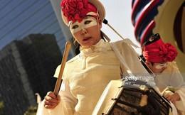 Nhóm NONI – Hàn Quốc biểu diễn nghệ thuật đương đại tại ga Long Biên