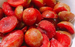 Quả chát chua đầu mùa dù giá chát vẫn hút hàng