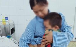 Uống chai nước tẩy, bé 6 tuổi nhập viện cấp cứu