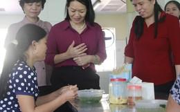 Phó Chủ tịch Hội LHPN Việt Nam Bùi Thị Hòa giám sát an toàn thực phẩm tại Bắc Ninh