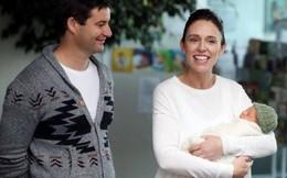 Hình ảnh ấm áp của nữ Thủ tướng New Zealand bên con gái vừa sinh