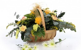 Cắm lẵng hoa ý nghĩa tặng mẹ Ngày hiền mẫu