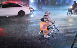 'Mẹ nhận mưa để tôi có ngày nắng đẹp'