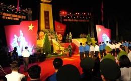 Gần 1.000 đoàn viên dâng hương tri ân các anh hùng liệt sỹ ở nghĩa trang Mai Dịch