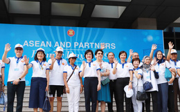Phụ nữ thắt chặt tình đoàn kết đại gia đình ASEAN và các đối tác