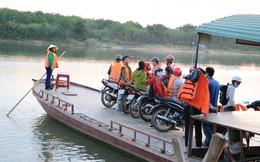 Nghệ An: Những chuyến đò miễn phí đưa thí sinh đến điểm thi