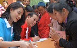 Trao sinh kế, khám và cấp thuốc miễn phí cho 200 phụ nữ vùng biên
