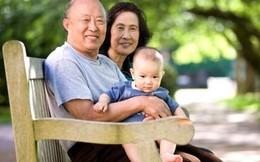 Bố mẹ già phiền lòng vì con gái chỉ chăm chăm 'bòn rút'