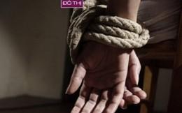 """Con gái thiếu nợ, mẹ bị """"giam lỏng"""" nhiều ngày"""