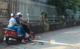 Người Sài Gòn vô tư lạng lách xe qua barie vỉa hè