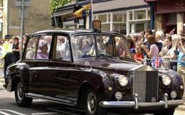 Từ xe hơi của nữ hoàng Anh đến xe lăn của Stephen Hawking được đấu giá năm 2018
