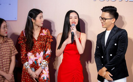 Jun Vũ làm phiên dịch cho Esther Supreeleela trong buổi công chiếu 'Thách yêu 2 năm' tại Việt Nam