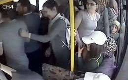 """Kiến nghị """"an toàn hóa"""" xe buýt cho phụ nữ và trẻ em"""