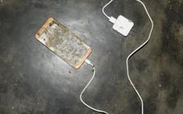 Mất mạng vì vừa sạc pin vừa dùng điện thoại
