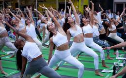 Hàng nghìn người Mỹ tập Yoga đón ngày Hạ chí