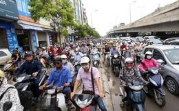 Hà Nội cấm xe máy trong khi phương tiện công cộng không đủ