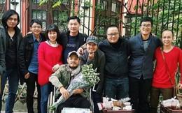 Trần Lập ngồi xe lăn đón sinh nhật