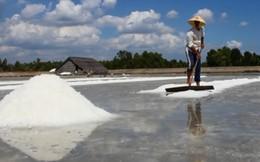 Diêm dân Cần Giờ hoang mang trên đống muối được mùa