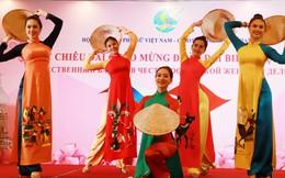 Đêm giao lưu đậm đà truyền thống văn hóa Việt - Nga