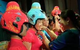 Tặng 4.000 mũ bảo hiểm thiết kế riêng cho phụ nữ dân tộc Thái