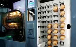 Thích thú với chiếc máy tự động sản xuất hàng loạt bánh mỳ