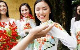 Áo dài 'Mối tình đầu' nổi bật họa tiết hoa phượng