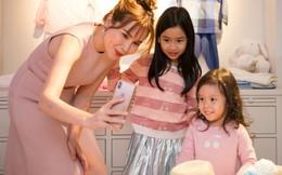 Lưu Hương Giang lần đầu đưa 2 con gái đến sự kiện thời trang