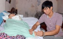 Cảm động chồng chăm vợ sống thực vật sau vụ nổ ở Văn Phú