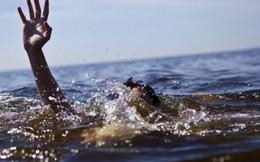 Rủ nhau tắm biển, hai anh em bị sóng cuốn trôi