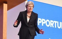 Nữ Thủ tướng Anh gây sốt với điệu nhảy của ban nhạc ABBA