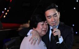 Quang Hà vừa hát vừa ôm mẹ khóc sau vụ cháy sân khấu Cung Việt Xô