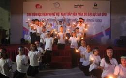Sinh viên Học viện Phụ nữ Việt Nam thắp nến phản đối bạo lực gia đình