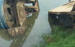 Thanh Hóa: Máy xúc rơi từ xe tải đè bẹp 3 thiếu nữ đi xe đạp điện