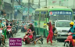 Sài Gòn vỡ đê bao, kẹt xe hàng giờ trong ngày triều cường đạt đỉnh