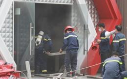 Lực lượng cứu hỏa đeo mặt nạ, bình dưỡng khí đột nhập vũ trường Z Club để chữa cháy