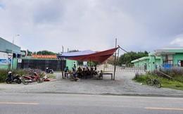 Hà Tĩnh: Lý do người dân dựng rạp chặn cổng nhà máy xử lý rác