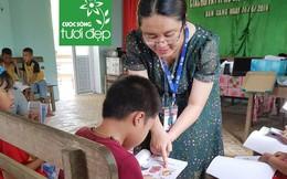 Cô giáo dân tộc mở lớp tiếng Anh miễn phí cho trẻ em vùng biên giới