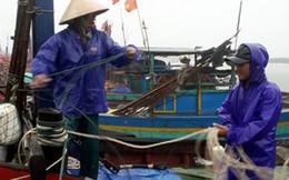 Bộ đội biên phòng Hà Tĩnh hối hả giúp dân ứng phó bão số 4