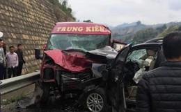 Hai ô tô đâm nhau trên cao tốc, ít nhất 9 người nhập viện