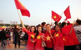 Hàng vạn cổ động viên Việt Nam 'nhuộm đỏ' Sân vận động Mỹ Đình