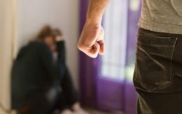 25 năm vẫn rùng mình khi nghĩ đến những trận bạo hành của chồng cũ