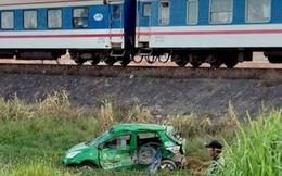 Tàu hỏa húc văng taxi Mai Linh, 2 bà cháu đi xe tử vong tại chỗ