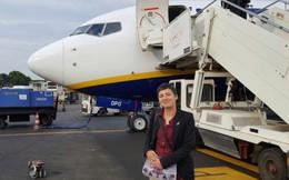 Nữ nhân viên bán hàng yêu say đắm máy bay 40 tấn